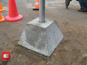 Фундамент под дорожный знак Ф-2